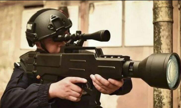 """China diz que desenvolveu um rifle a laser que pode """"carbonizar"""" carne humana"""