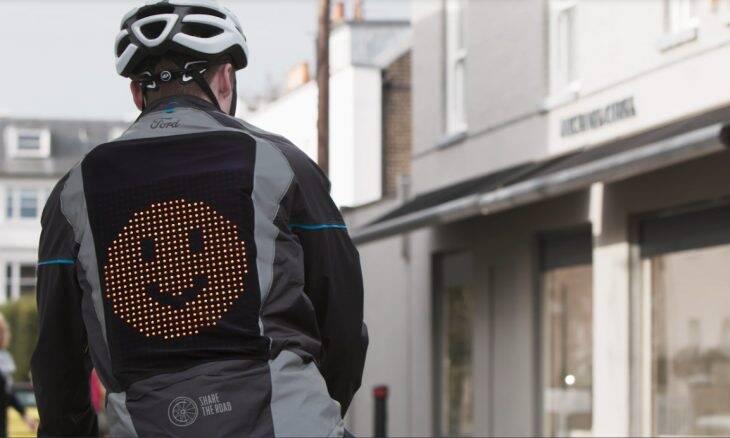 """Ford cria """"jaqueta emoji"""" para ciclistas"""