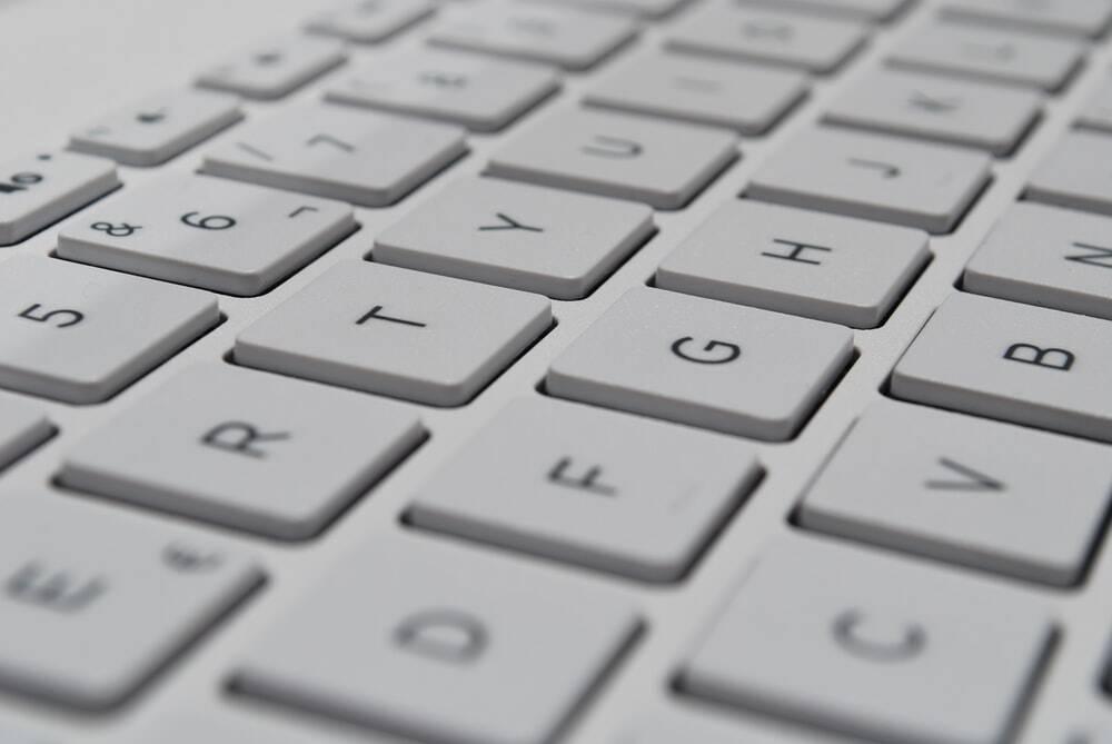 Como limpar corretamente teclado e celular