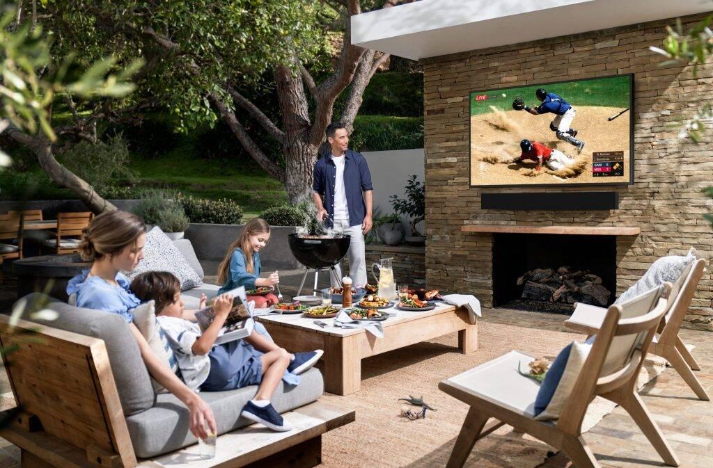 Samsung mostra TV que resiste a jatos de água