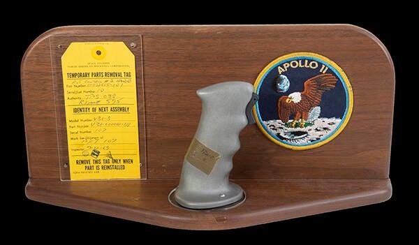 Joysticks da Apollo 11 são vendidos por US$ 780 mil