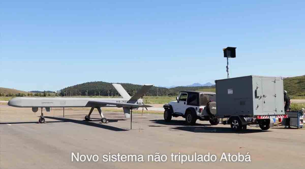 Com alcance de um raio de 250 km e autonomia de 28 horas de voo