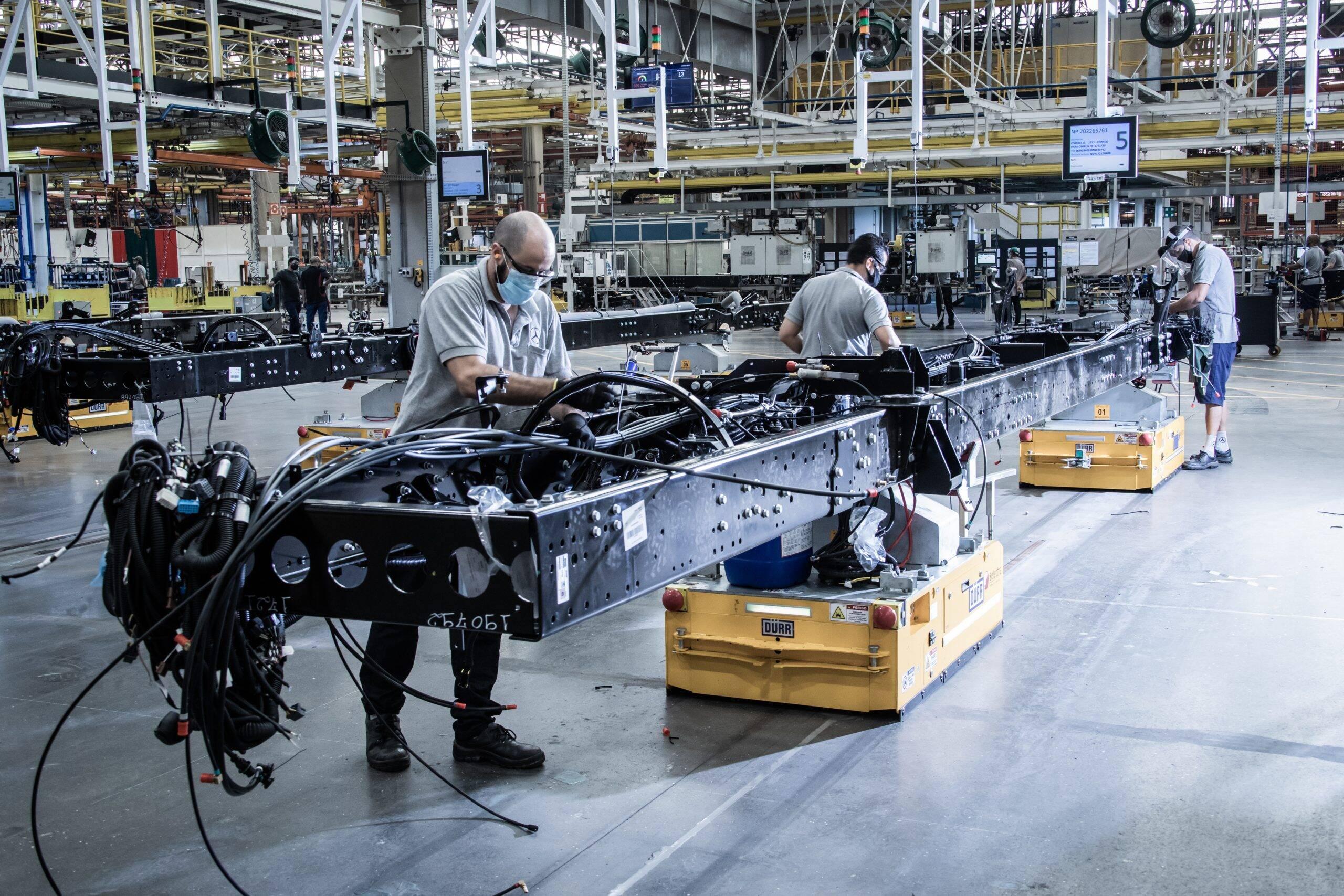 Mercedes inaugura fábrica 4.0 de chassis de ônibus do Brasil