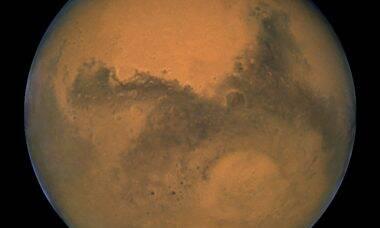 Sonda acha novas reservas de água em Marte