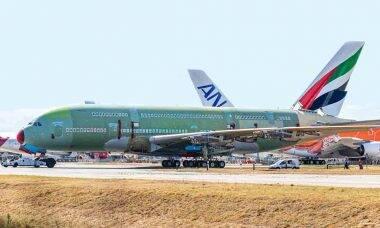Último superjumbo Airbus A380 é montado na França
