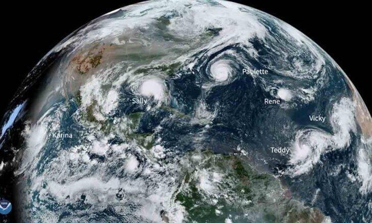 Um aglomerado quase sem precedentes de tempestades que podem virar furacões está se formando no Atlântico. Foto: NOAA