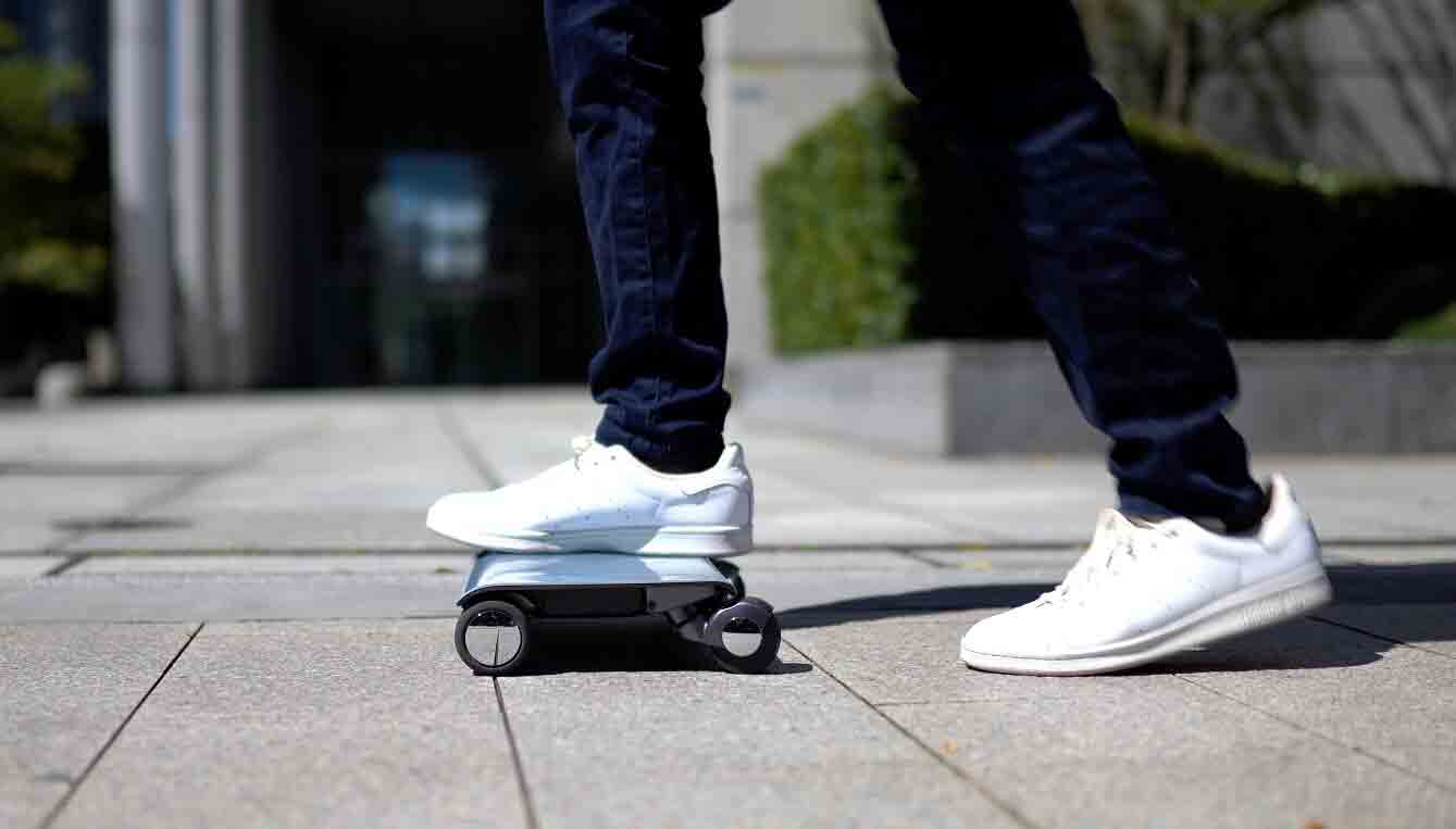 Walk Car um 'tablet' com rodas elétricas que pode te levar a até 16km/h, por R$ 11.500. Foto: Divulgação