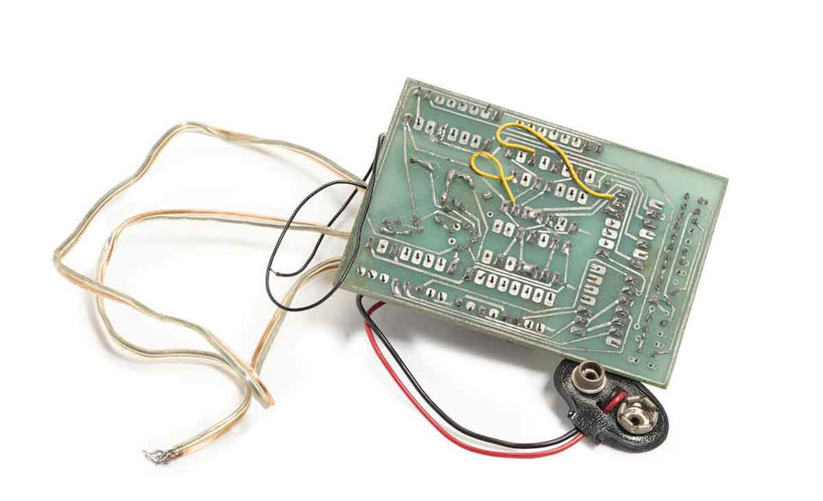 Dispositivo ilegal criado por Steve Wozniak e Steve Jobs pode chegar a US $ 125.000. Foto: Divulgação Bonhams