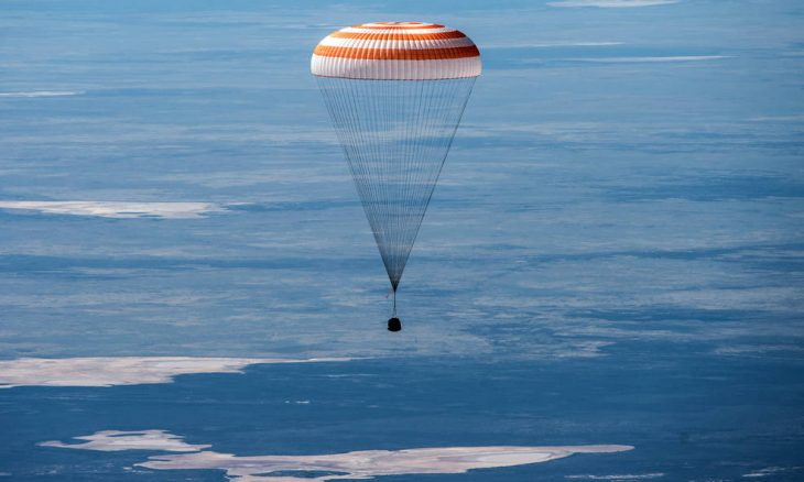Trio de astronautas da ISS volta à Terra na terça (21)