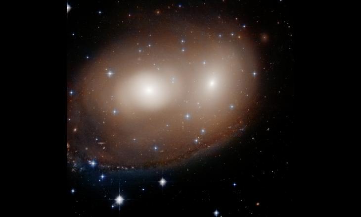 Galáxias flagradas pelo Hubble formam uma abóbora gigante no espaço