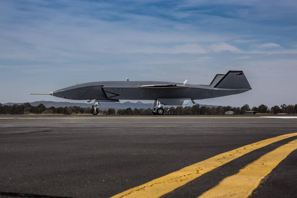 Boeing faz primeiro teste de táxiamento de VANT australiano
