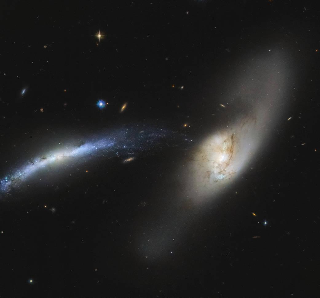 """Telescópio Hubble registra """"fusão"""" de galáxias"""