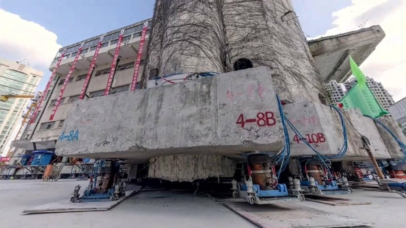 Prédio de 7,6 mil toneladas é movido de lugar na China