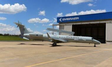 FAB recebe o primeiro Embraer E-99 modernizado