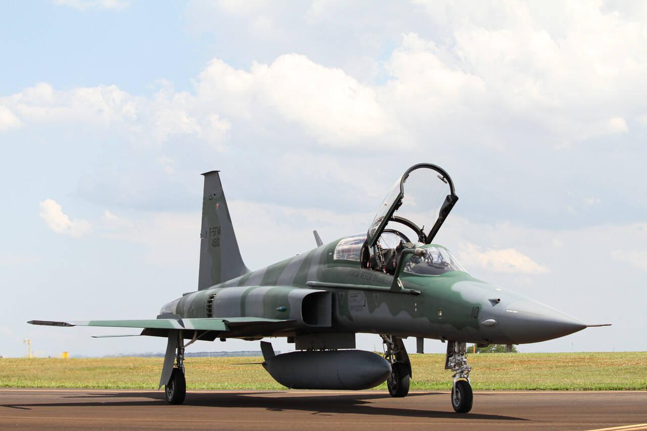 Último F-5FM modernizado recebe autorização para operar na FAB