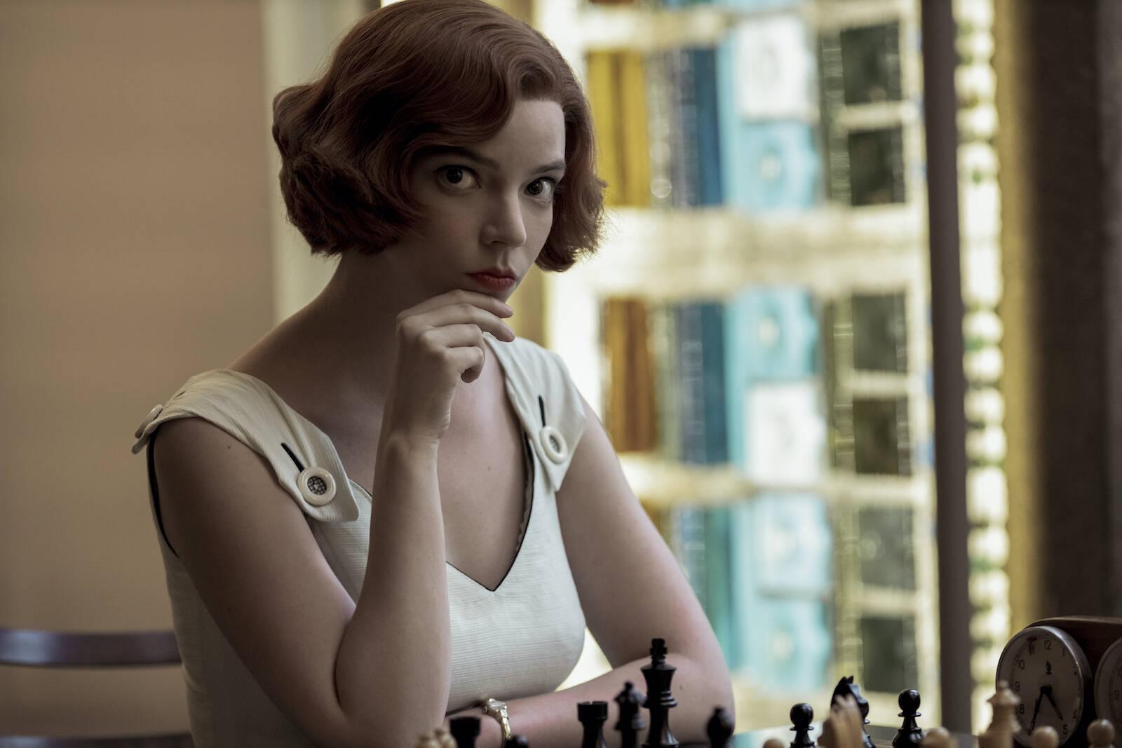 """""""O Gambito da Rainha"""" se torna a série mais vista da história da Netflix"""