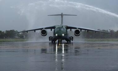 FAB recebe quarto avião Embraer KC-390 Millennium