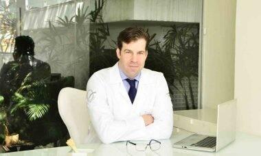 Referência em cirurgia plástica da face, Dr. Thomas Benson coleciona títulos internacionais de especialização. Foto: Divulgação