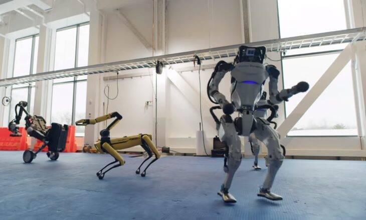 """Robôs da Boston Dynamics dançam ao som de """"Do You Love Me"""""""