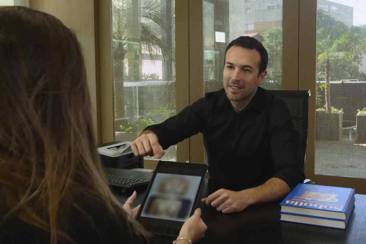 Cirurgião plástico Dr. Felipe Villaça é considerado o queridinho das influenciadoras digitais. Foto: Divulgação