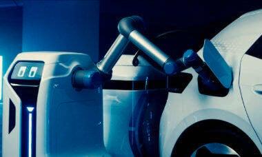 Volkswagen revela robô que carrega bateria de carros elétricos