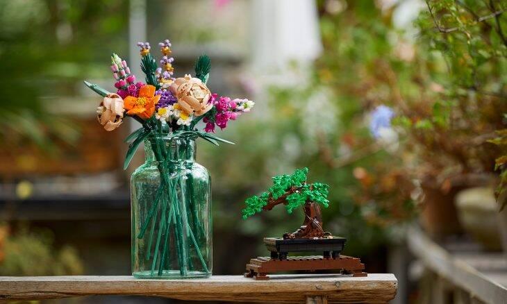Lego lança coleção de flores feitas com peças de montar