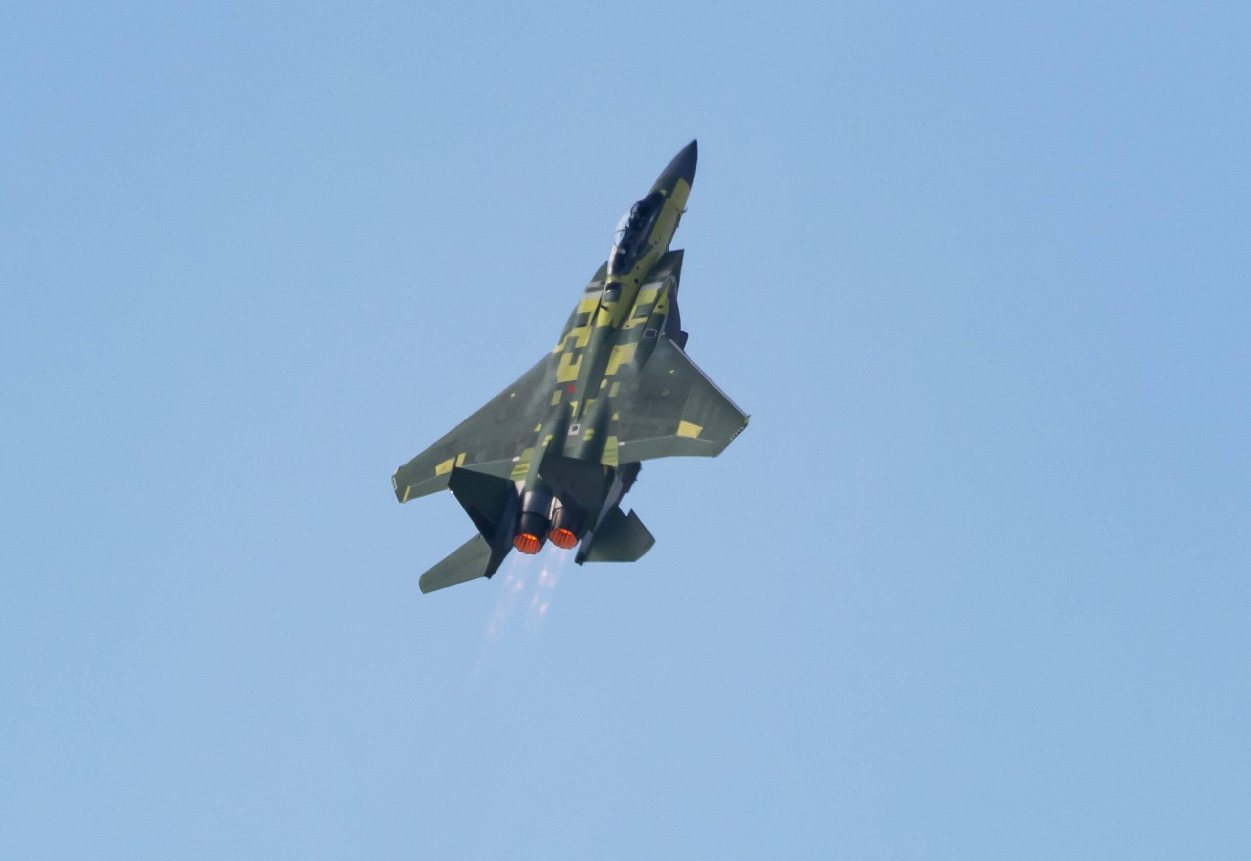 Boeing F-15EX da Força Aérea dos EUA faz 1º voo