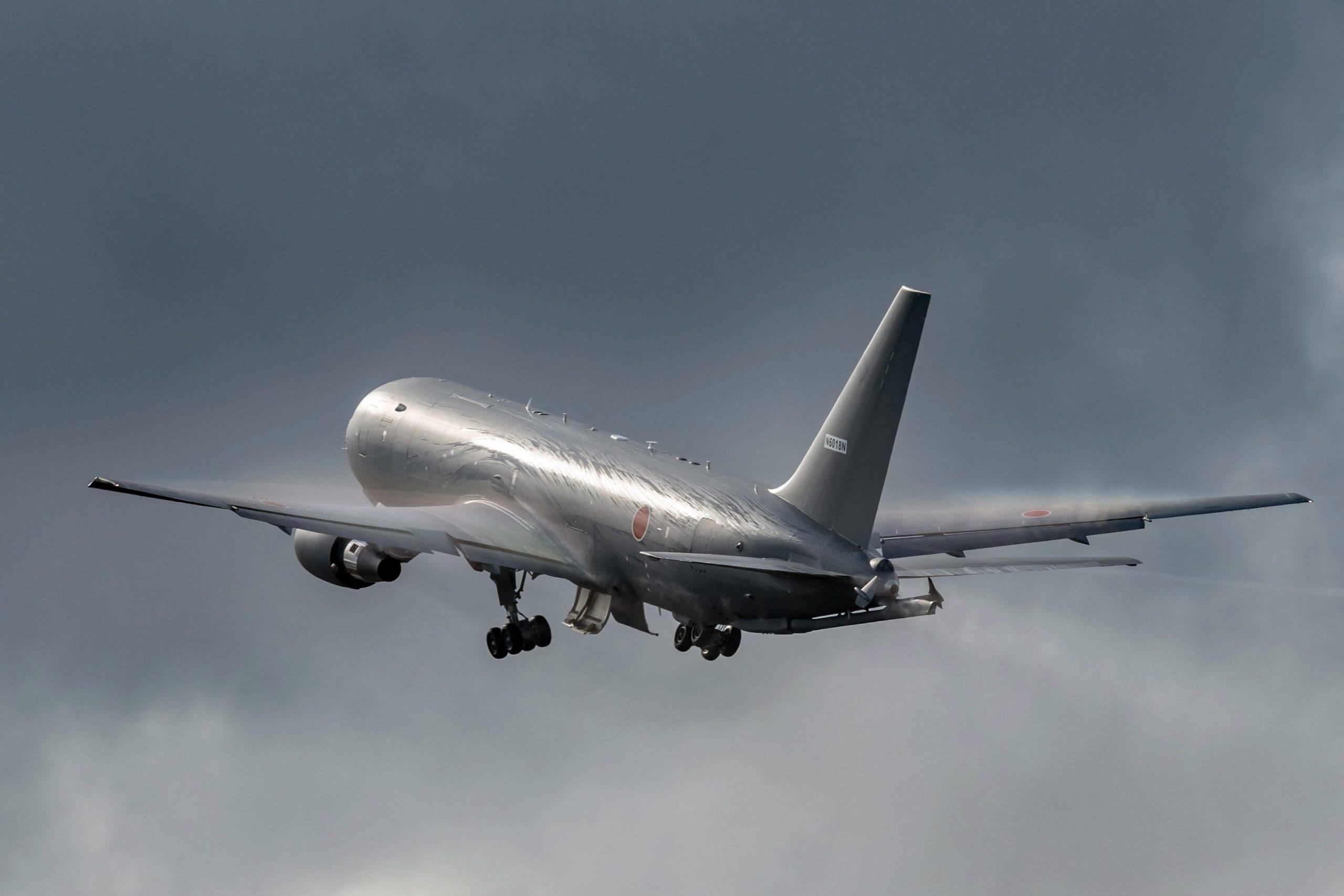 Boeing KC-46 da Força Aérea Japonesa faz seu primeiro voo