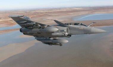 França anuncia aquisição de novo lote de caças Rafale