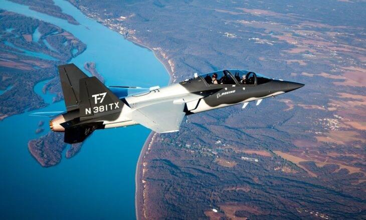 Boeing inicia produção do treinador avançado T-7A Red Hawk