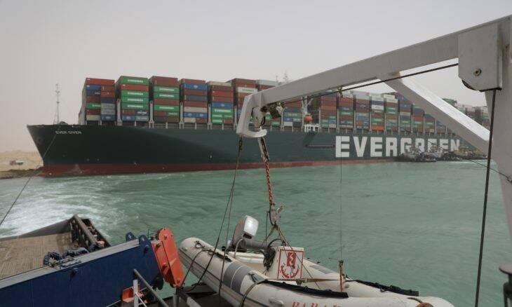 Ever Given: navio encalhado no Canal de Suez volta a flutuar