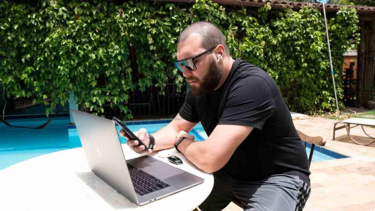 Especialista em marketing digital, influenciador Rennan Rebouças ajuda milhares de pessoas com suas dicas . Foto: Divulgação