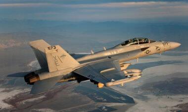 EUA inicia programa de modernização dos seus EA-18G Growler
