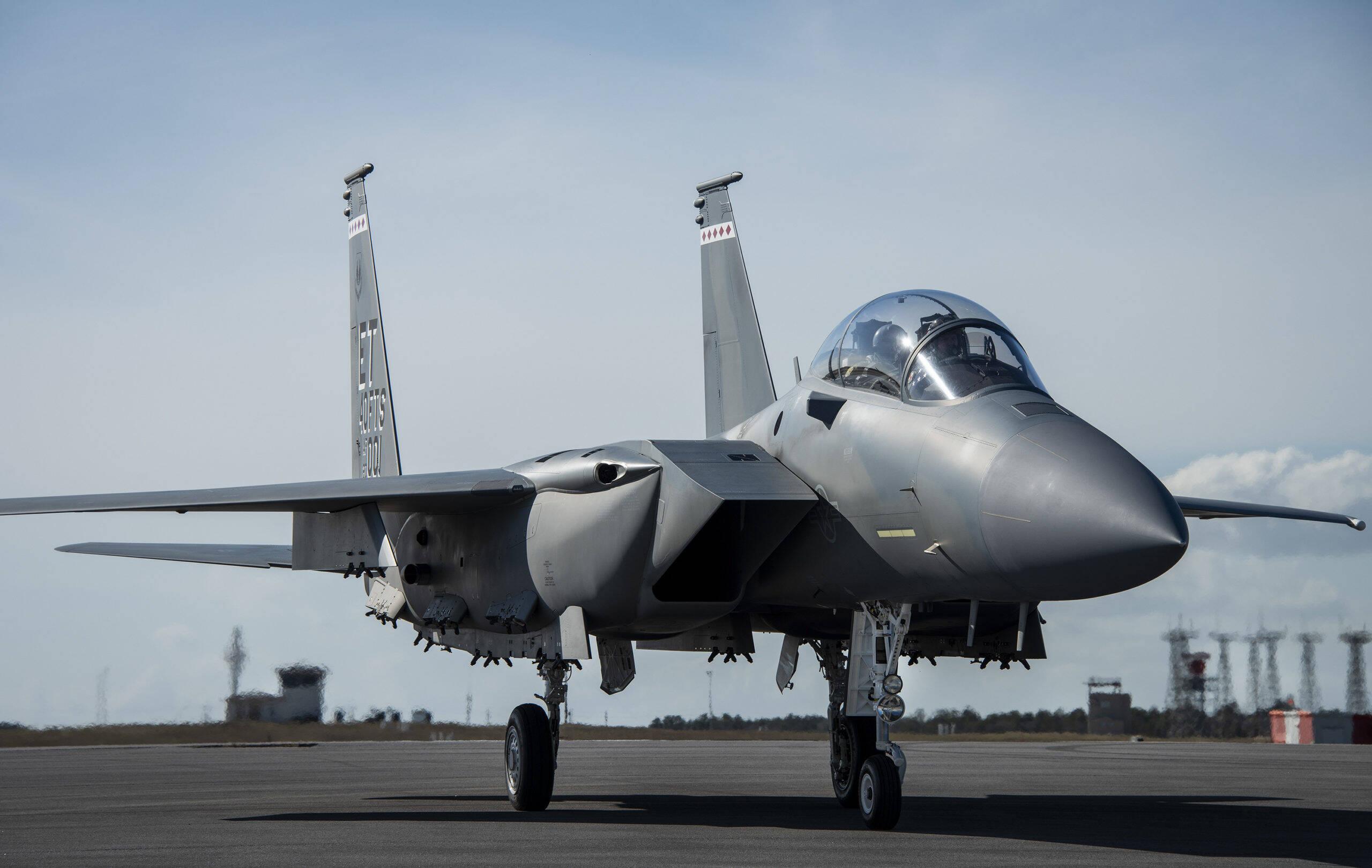 Força Aérea dos EUA recebe primeiro F-15EX