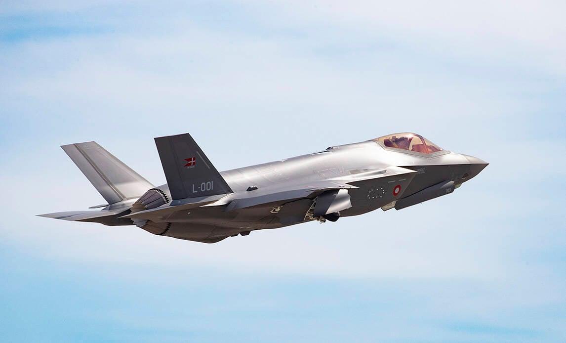 Caça F-35 da Dinamarca faz o seu primeiro voo
