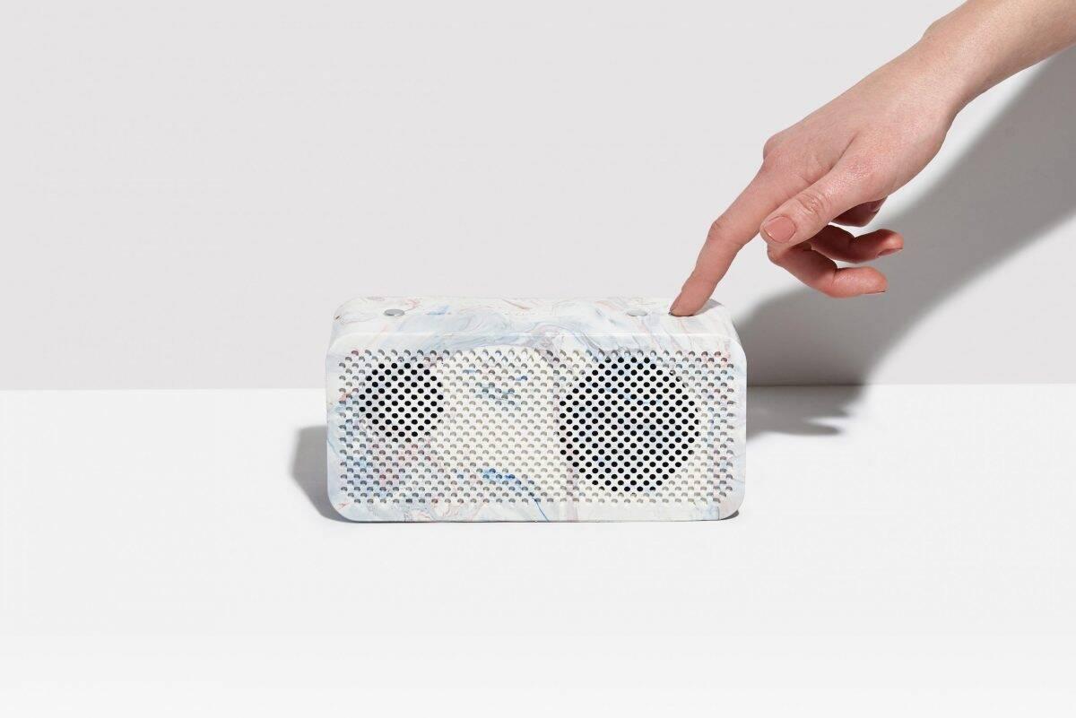 Gomi Speaker: caixa de som com plástico e baterias recicladas promete até 20h de música