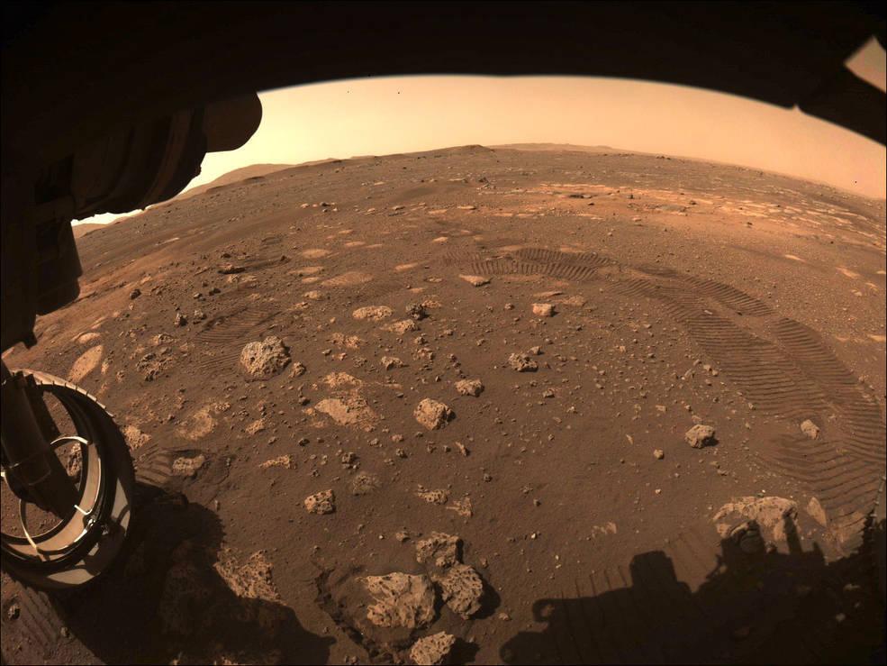 Perseverance envia imagem do seu primeiro passeio em Marte