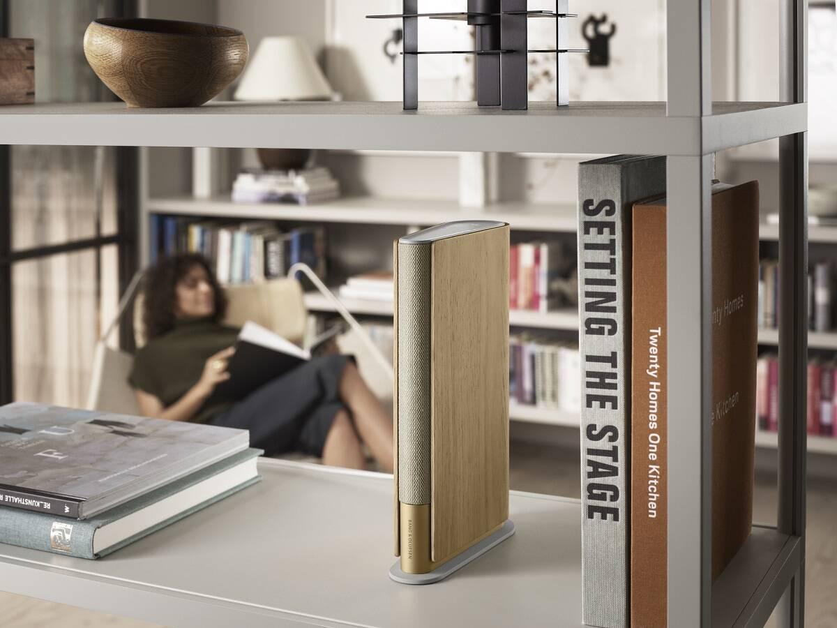 Bang & Olufsen cria caixa de som feita para combinar com a estante de livros