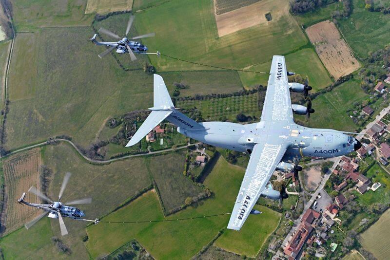 Airbus testa capacidade do A400M de abastecer helicópteros em voo