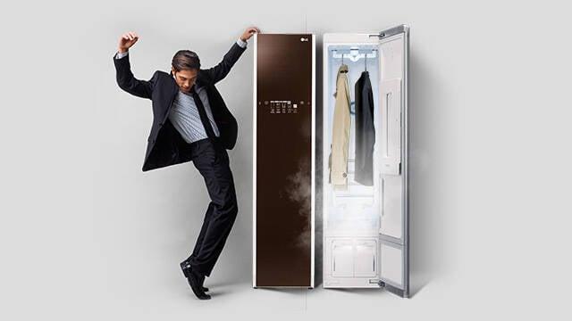 Armário inteligente da LG limpa e passa as suas roupas