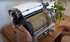 Vídeo mostra como funcionava uma máquina de escrever trilíngue dos anos 1940