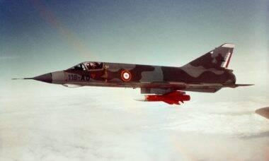 Caça Dassault Mirage IIIE completa 60 anos ainda em serviço ativo