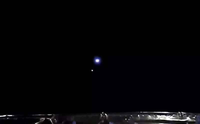 Sonda chinesa Chang'e 5 envia imagem da Terra e da Lua alinhadas