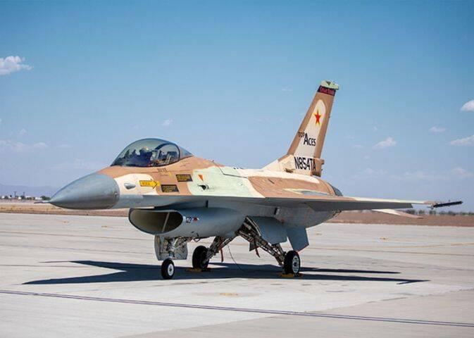 Caça F-16 civil recebe autorização de voo nos EUA