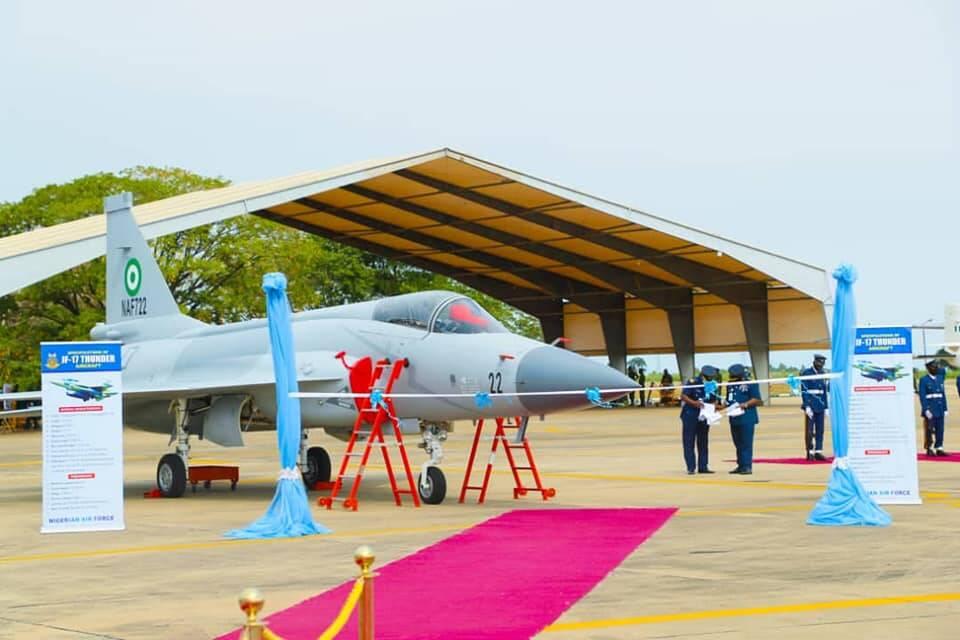 Nigéria incorpora aviões de caça feitos no Paquistão