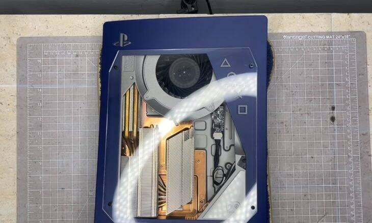 Modder cria Play Station 5 com interior transparente; veja o vídeo