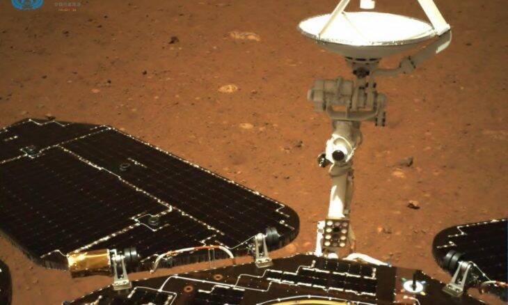 China divulga primeiras imagens do robô Zhurong em Marte