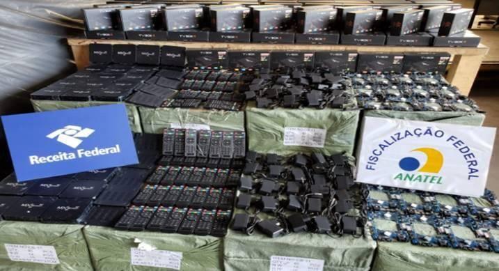 Anatel apreendeu mais de 1 milhão de produtos piratas este ano