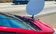 Polícia da Califórnia multa motorista de Toyota Prius com antena da Starlink no capô