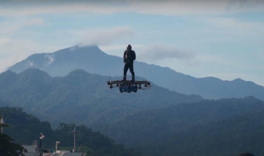 Inventor filipino faz voo de 2,89 km usando hoverboard